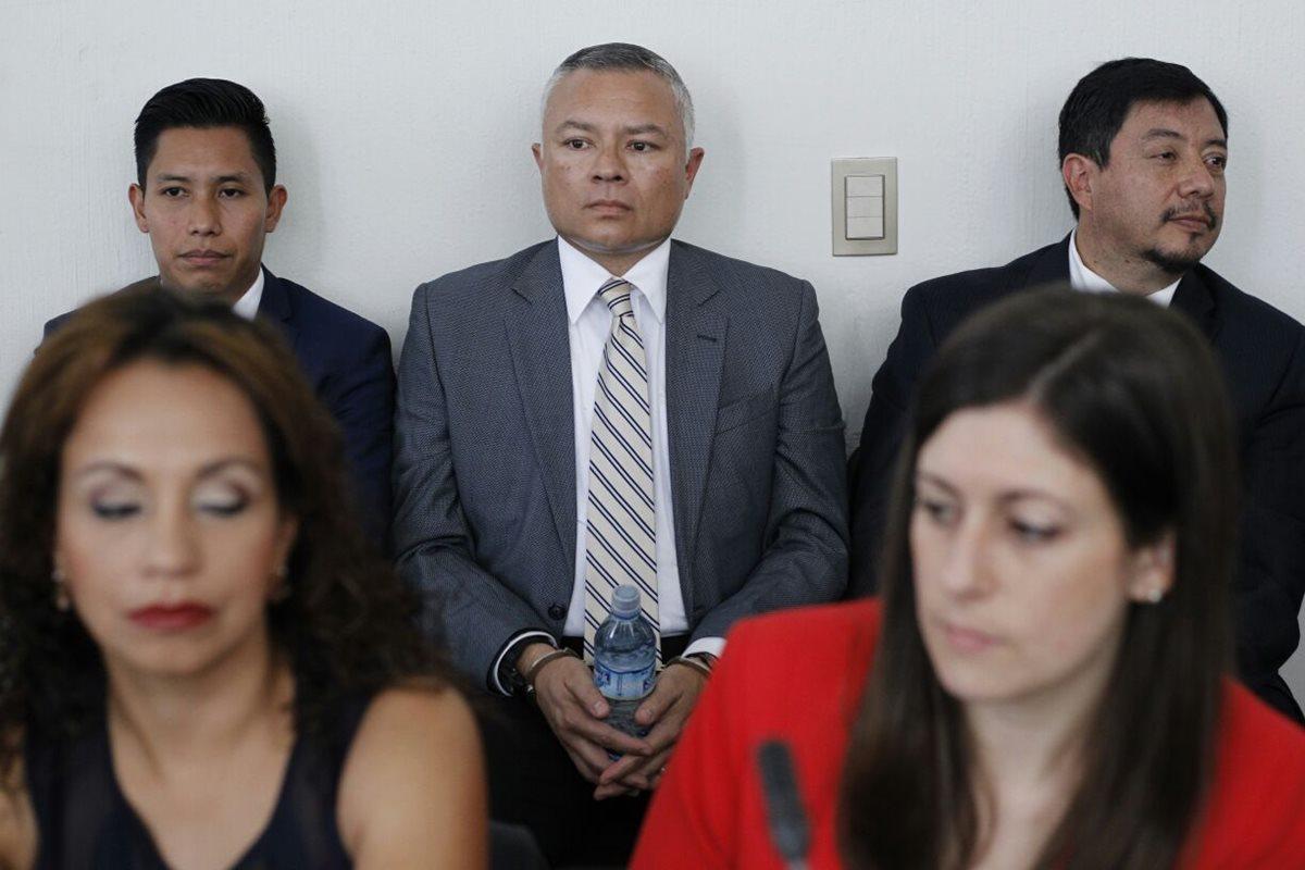 Defensa logra aplazar declaración de Salvador González