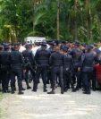 Contingente de las fuerzas de seguridad se ubican en un sector de la zona del Pacayá, en Coatepeque. (Foto Prensa Libre).