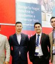Felipe Gálvez, Kevin Zúñiga, Carlos Paz y Luis José Cruz, ejecutivos y asesores de BAC   Credomatic responsables del stand en Expo-Casa 2015. (Foto Prensa Libre: Cortesía)