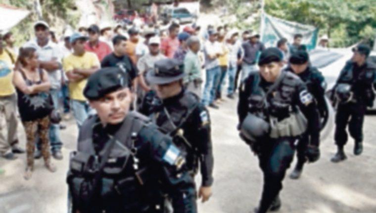 Autoridades de PDH, MEM y Gobernación inspeccionaron la mina.(Foto, Prensa Libre: Hemeroteca PL)