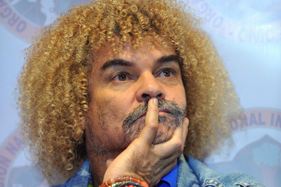 Carlos Valderrama no podrá salir de Colombia por inasistencia alimentaria. (Foto Prensa Libre).