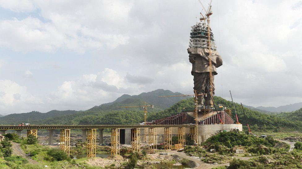 La estatua se está construyendo como tributo a un político nacionalista hindú. AFP
