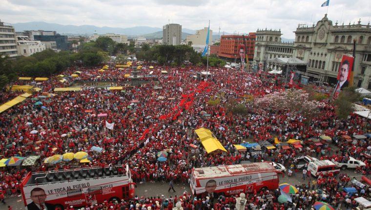 Vista de una concentración del partido Líder en 2015. Esa agrupación convocó a miles de seguidores que al terminar el proceso, prácticamente, desaparecieron.  (Foto Prensa Libre: Hemeroteca PL)