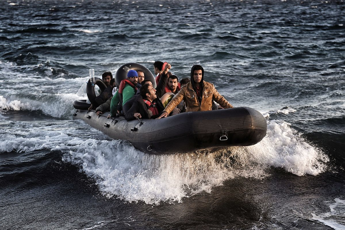 Casi 400 refugiados perdieron la vida cruzando el Mediterráneo en octubre