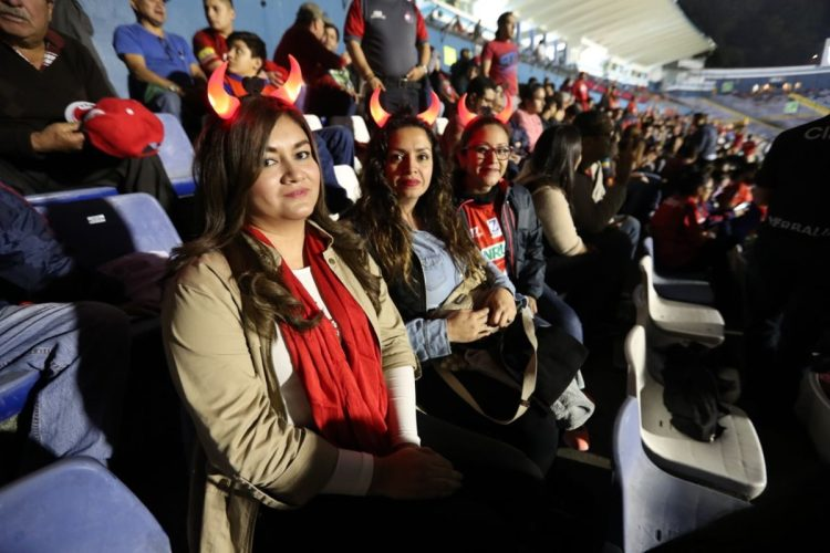 El  apoyo femenino se hizo presente en el Doroteo Guamuch.