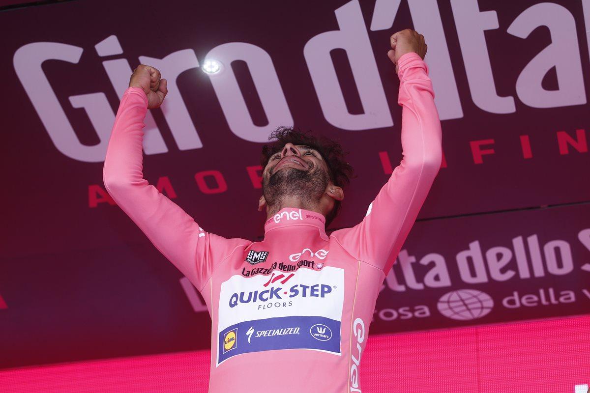 El colombiano Fernando Gaviria ganó la tercera etapa del Giro de Italia y es el líder de la competencia. (Foto Prensa Libre: AFP).