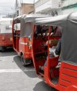 Mototaxistas invaden la mayor parte de áreas urbanas y suburbanas del país. (Foto Prensa Libre: E. Paredes)