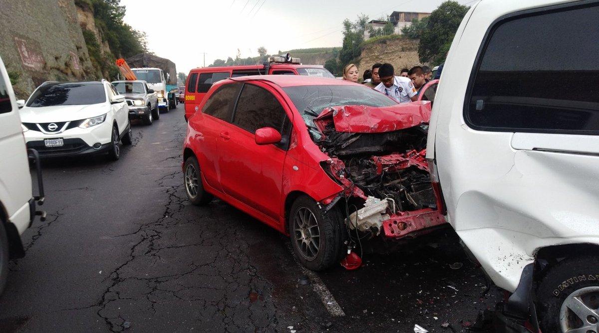 Un motorista y cuatro vehículos chocan en la autopista Los Altos