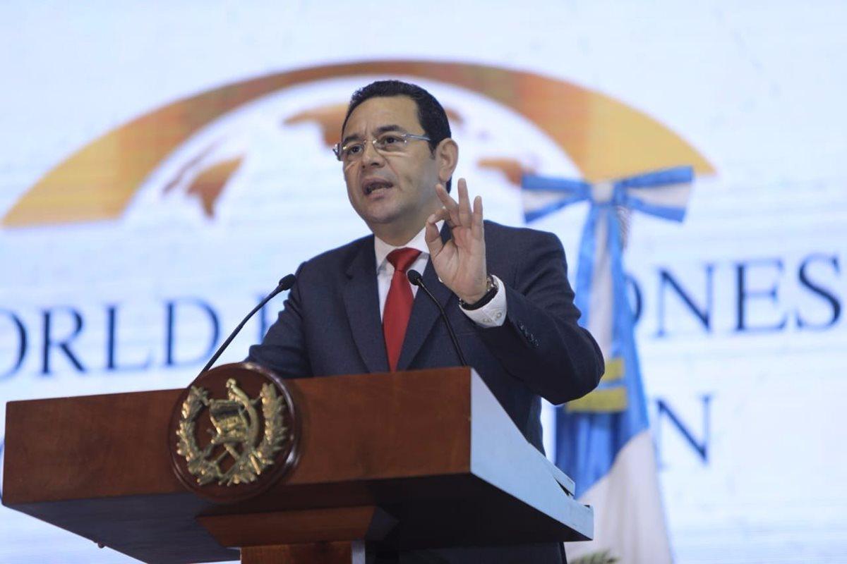 El presidente Jimmy Morales ofrece su discurso en la conferencia de zonas francas. (Foto Prensa Libre: Gobierno de Guatemala)
