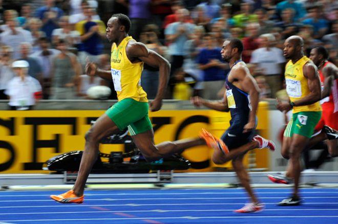 Usain Bolt marcó el récord de los 100 metros en 2009 convirtiéndose en el hombre más veloz de la tierra. (GETTY IMAGES)