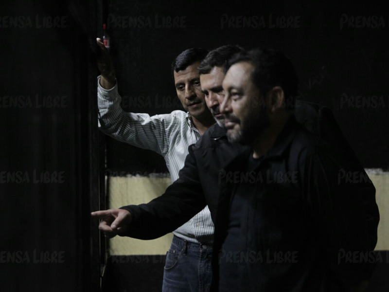 Los exministros de Gobernación, Mauricio López Bonilla, y de Defensa, Manuel López Ambrosio, detenidos por corrupción. (Foto Prensa Libre: E. Bercian)