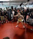 Conor McGregor se presentó ante la prensa en Las Vegas, Nevada. (Foto Prensa Libre: AFP)