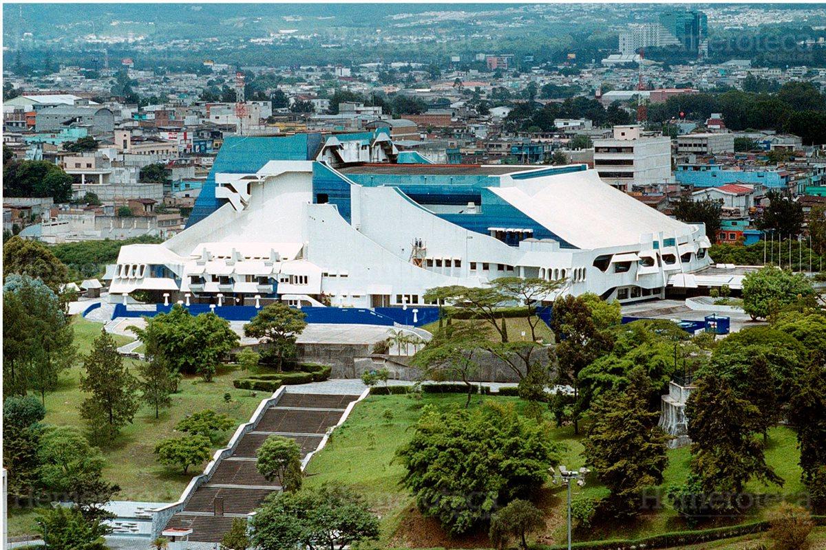 Panorámica del Centro Cultural Miguel Ángel Asturias 2/8/2000. (Foto: Hemeroteca PL)
