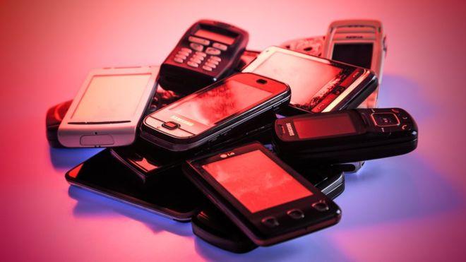 Los celulares actuales tienen una vida útil de entre 18 y 24 meses. (GETTY IMAGES)