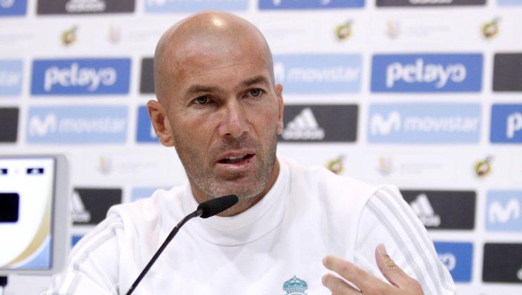 El técnico del Real Madrid Zinedine Zidane, durante la rueda de prensa previa al partido de vuelta de la Supercopa que disputará frente al FC Barcelona. (Foto Prensa Libre: EFE).