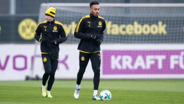 Pierre-Emerick Aubameyang mostró nuevamente su rebeldía para poder salir del Dortmund. (Foto Prensa Libre: AFP)