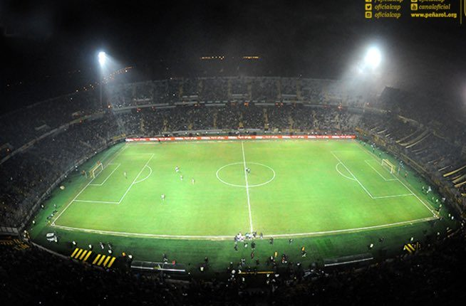 La violencia ha causado que familias no asistan a los estadios en Uruguay. (Foto Prensa Libre: @OficialCAP).