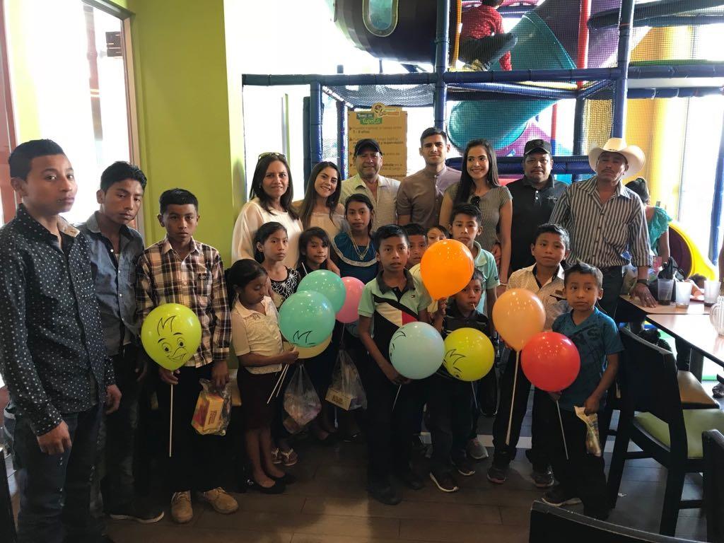 José Carlos Pinto llena de alegría el corazón de varios niños de escasos recursos de San Luis Jilotepeque, Jalapa