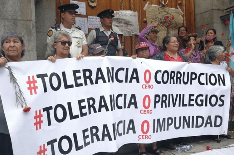 """Se cumplió un mes desde el """"Pacto de Corruptos"""" entre renuncias, manifestaciones y antejuicios"""