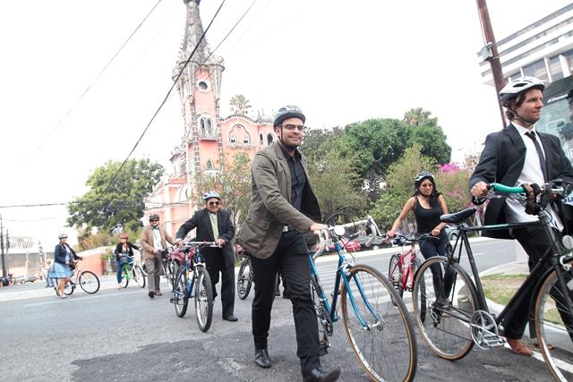 Un grupo de ciclistas captados en el inicio de la avenida La Reforma. (Foto: Hemeroteca PL)