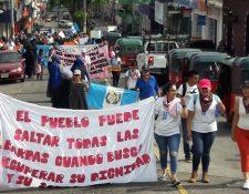 Estudiantes manifiestan su rechazo a las decisiones tomadas por el presidente Jimmy Morales (Foto Prensa Libre: Cristian Icó Soto)