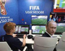 Los memes en los que hacen referencia a que Vladimir Putin influyó en la decisión del VAR se han hecho virales. (Foto Prensa Libre: Redes)