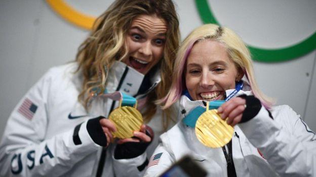 Una medalla de oro olímpica pesa alrededor de medio kilogramo y debe contener al menos 6 gramos de metal precioso.(GETTY IMAGES)
