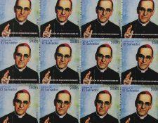 Los sellos fueron presentados hoy por autoridades salvadoreñas. (Foto Prensa Libre: EFE).