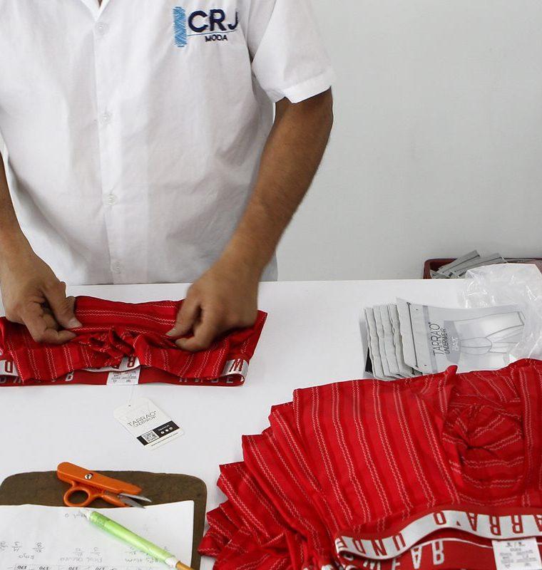 CRJ Moda, una empresa que maquila ropa interior y deportiva para grandes marcas colombianas y ahora proyecta su expansión con clientes en el exterior. (Foto, Prensa Libre: Efe).