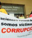 Familiares de pacientes renales infectados y fallecidos denunciaron al IGSSy Pisa por homicidio culposo. (Foto Prensa Libre: Hemeroteca PL)