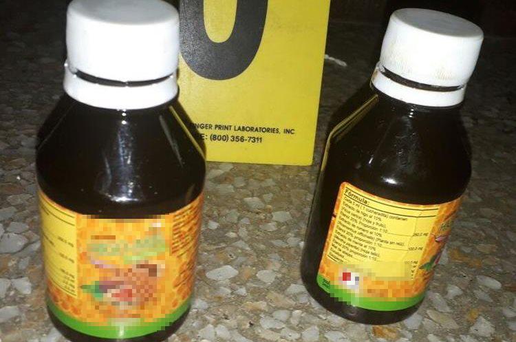 La PNC presume que también intentaron transportar cocaína líquida. (Foto Prensa Libre: PNC)