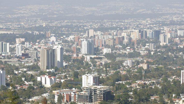 Desde 2017 la municipalidad autorizó 12 licencias para construir edificios en la zona 15.(Foto Prensa Libre: Érick Ávila)