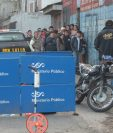Un vendedor de churros, identificado como Elver Esaú Calel, fue atacado a balazos frente al asentamiento Nuevo Amanecer, zona 21. (Fotro Prensa Libre: Érick Ávila)