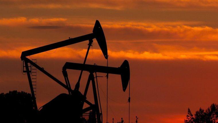 Precio del petróleo llegó a los precios más bajos. (Foto Prensa Libre: Hemeroteca PL)