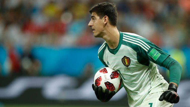 Courtois aún tiene dudas respecto a su futuro con el Chelsea y podría jugar en el Real Madrid. (Foto Prensa Libre: AFP)