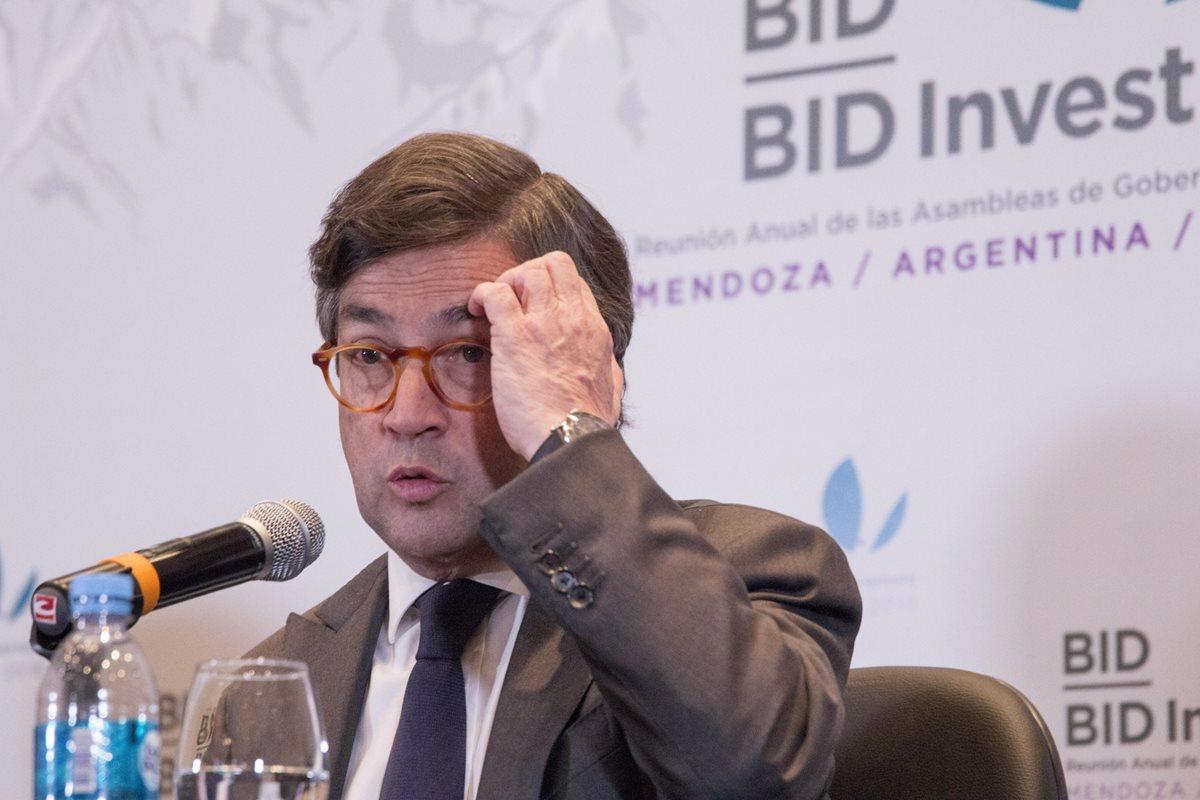 Luis Alberto Moreno, presidente del BID comparece ante la prensa en Mendoza,Argentina.(Foto Prensa Libre:EFE).