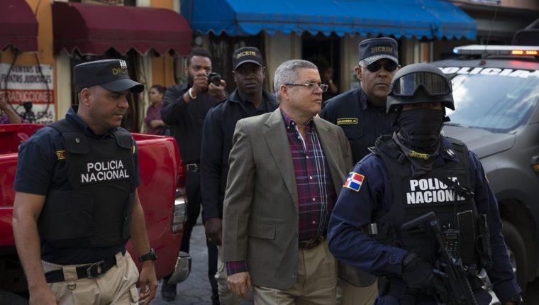 Roberto Rodríguez, exdirector de INAPA, es ingresado al Palacio de Justicia, como parte de las detenciones de Odebrecht. (Foto Prensa Libre: EFE)
