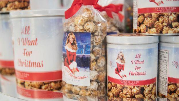 """Tras el éxito de """"All I Want For Christmas Is You"""", Mariah Carey también lanzó una línea de productos comestibles. (GETTY IMAGES)."""