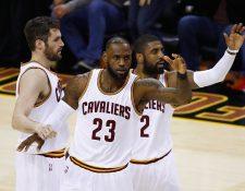 LeBron James fue una de las figuras en el triunfo de los Cavs. (Foto Prensa Libre: AFP)