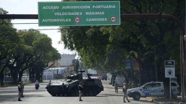 Una ciudad blindada con casi 30 mil efectivos de seguridad sintió un leve y extraordinario movimiento telúrico. AFP