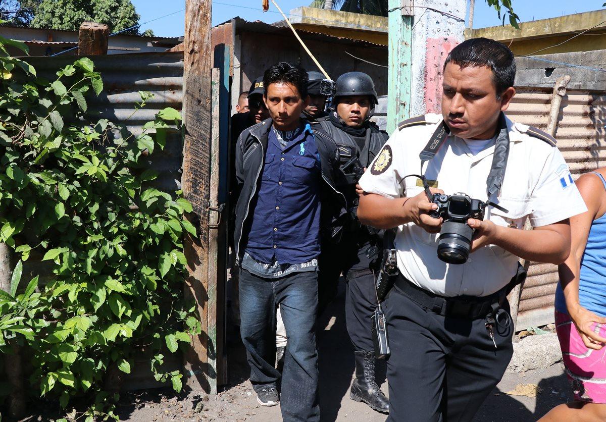 Juan Francisco Blanco Galicia fue capturado en su vivienda ubicada en la 5ª avenida y 10ª calle, barrio Peñate, Puerto San José, Escuintla. (Foto Prensa Libre: Enrique Paredes)