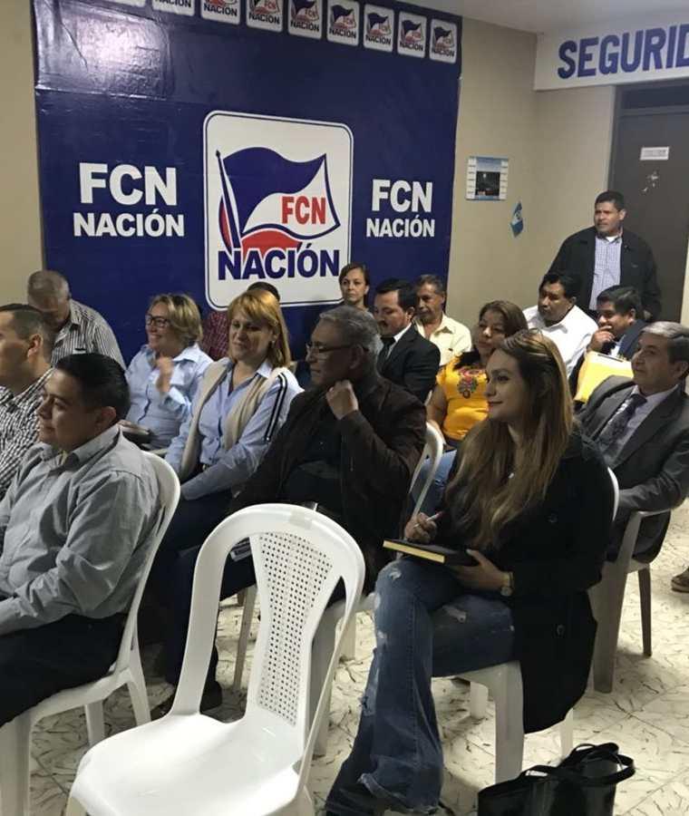 Otros integrantes de FCN-Nación que estuvieron presentes en la conferencia de prensa. (Foto Prensa Libre: Cortesía José Castro).