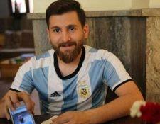 Apareció un nuevo imitador de Leo: se trata del iraní Riza Parstish, quien aprovecha su gran parecido físico para sacarle una sonrisa a los fanáticos del mejor jugador del mundo. (Foto Prensa Libre: Tomada de Internet)