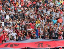 Los aficionados de los Peces Cenizos se hicieron sentir en el apoyo de su equipo para el enfrentamiento contra Xelajú MC (Foto Prensa Libre: Eduardo Sam)