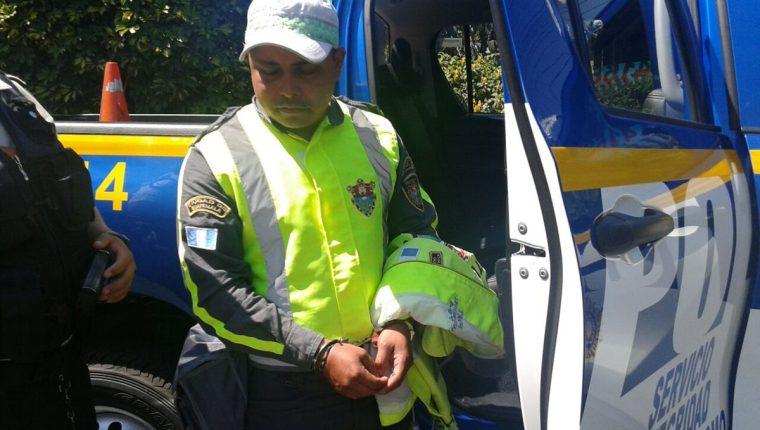 Luis Emilio Méndez fue detenido por la PNC y conducido al Juzgado de Turno. (Foto Prensa Libre: PMT)