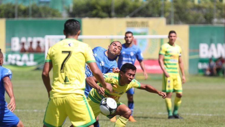 Guastatoya no consiguió mantener la ventaja y terminó cediendo un empate en casa. (Foto Prensa Libre: Edwin Fajardo)