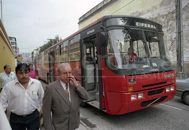 1998: entran en circulación los buses <em>gusanos</em>