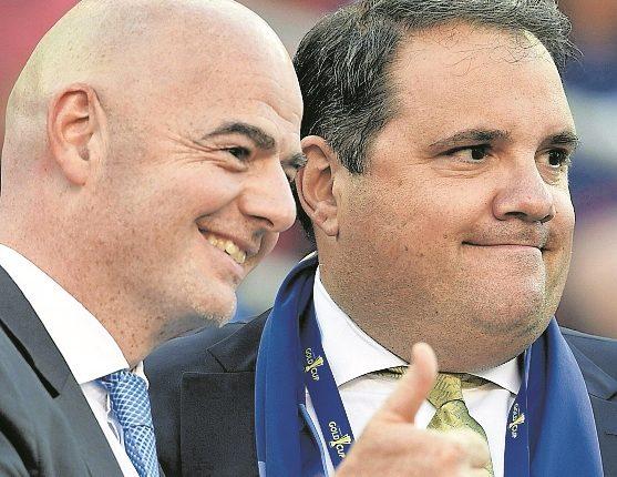 Víctor Montagliani, presidente de Concacaf y vicepresidente de Fifa, junto a Gianni Infantino. (Foto Prensa Libre: Hemeroteca PL)