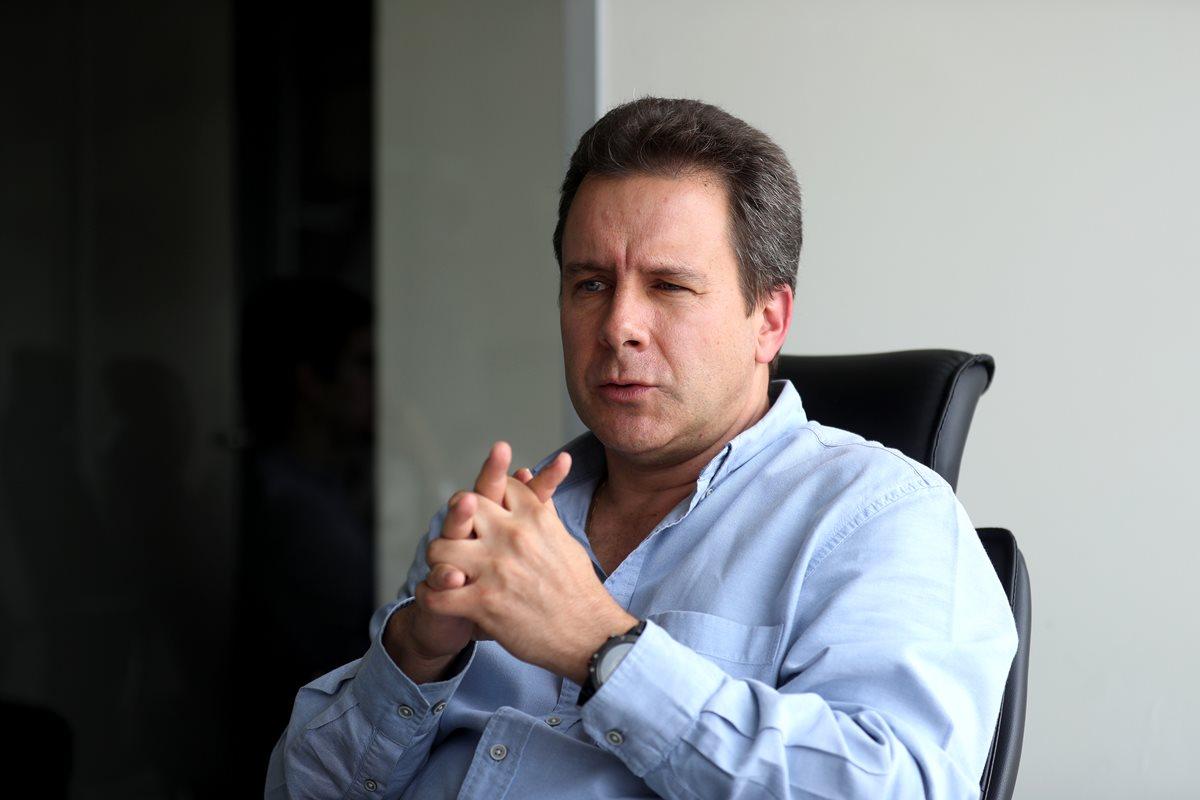El dirigente guatemalteco Rafael Tinoco tiene sentimientos encontrados por la problemática del futbol nacional. (Foto Prensa Libre: Edwin Fajardo)