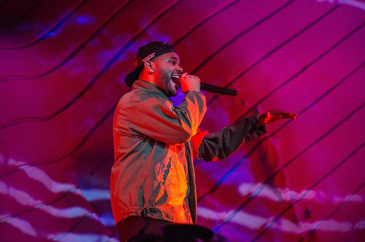 Un emotivo The Weeknd llora por Selena Gómez en festival de Coachella